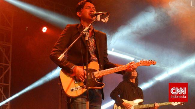 Kolaborasi Musisi Seniman Lantangkan Soundrenaline - Jakarta CNN Indonesia Sejumlah kolaborasi musisi lintas genre akan meramaikan festival musik tahunan Soundrenaline yang akan kembali digelar
