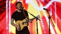 Rilis Video 'Castle on the Hill', Ed Sheeran Bernostalgia