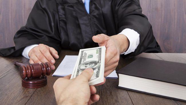 Hasil gambar untuk hakim dan uang