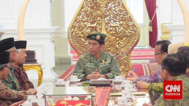 Jokowi Pilih Berbaju Militer saat Terima PP Muhammadiyah