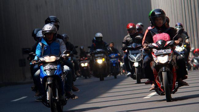 Jalur Macet Abadi Langganan Pemudik - Jakarta CNN Indonesia Jalur Nagreg merupakan pintu masuk para pemudik yang hendak pulang kampung ke wilayah Priangan seperti