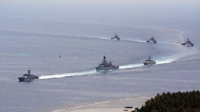 Manuver TNI Bentengi Natuna di Tepi Laut Sengketa