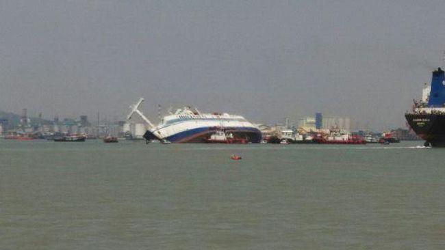 140 Penumpang Kapal Tenggelam di Surabaya Dievakuasi