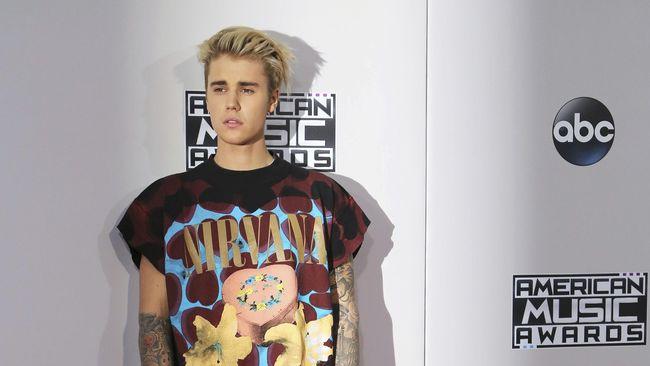 Justin Bieber dan BTS Bersaing - Jakarta CNN Indonesia Justin Bieber harus bersaing melawan boyband asal Korea Selatan yang tengah naik Keduanya akan memperebutkan