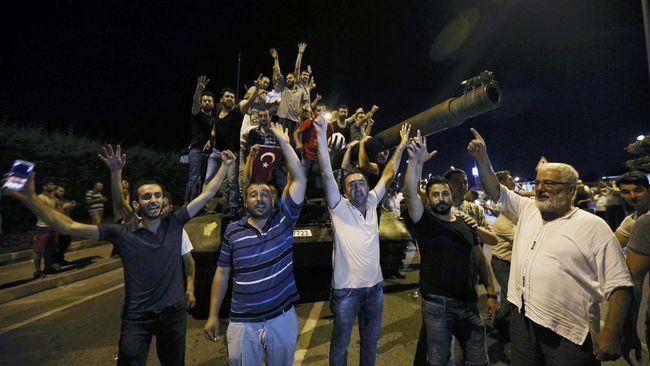 Upaya Kudeta Gagal, Tentara Turki Menyerah