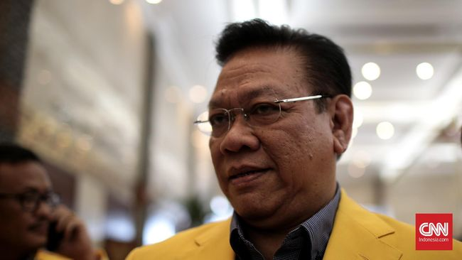 Setnov Rapat dengan Agung Laksono - Jakarta CNN Indonesia Dewan Pimpinan Partai Golkar rapat tertutup bersama Dewan Pakar Partai Golkar untuk membahas nasib Setya