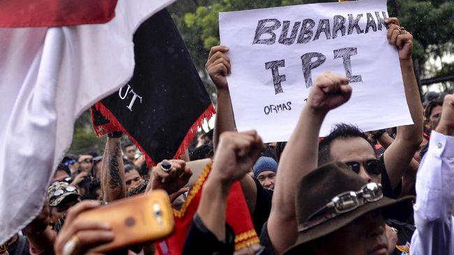 FPI Pun Patut Dibubarkan Jika - Jakarta CNN Indonesia Pengamat Politik Boni Hargens menilai semua organisasi kemasyarakatan yang terbukti bertentangan dengan dapat Hal itu