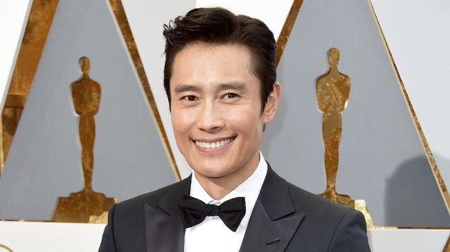 Lee Byung Hun Gabung ke - Jakarta CNN Indonesia Aktor kondang Lee Byung Hun baru saja menandatangani kontrak dengan agensi hiburan di Amerika pada