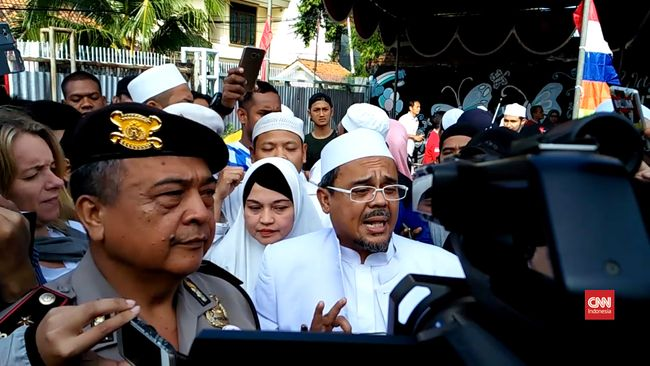 IPW Sarankan Polisi Minta Maaf ke Rizieq Shihab