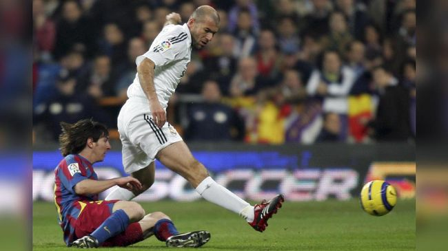 Messi Hanya Minta Tukar Kaus kepada Zidane