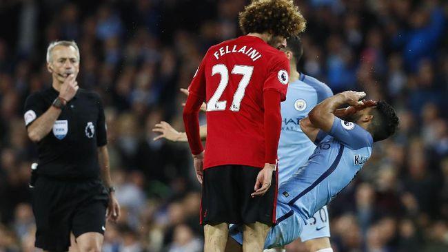 Mourinho: Kartu Merah Fellaini Berkat Kecerdikan Aguero