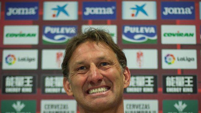 Tony Adams Gagal Pertahankan Granada di La Liga