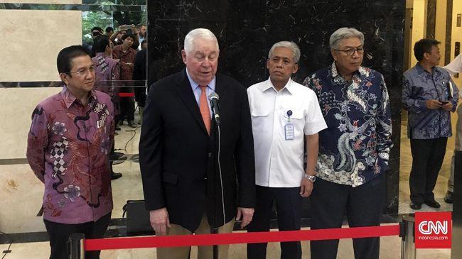 Freeport Menimbang Ulang Niat Melangkah - Jakarta CNN Indonesia Induk usaha PT Freeport Freeport McMorran Cooper and Gold berencana mengurungkan niatnya membawa sengketa Kontrak