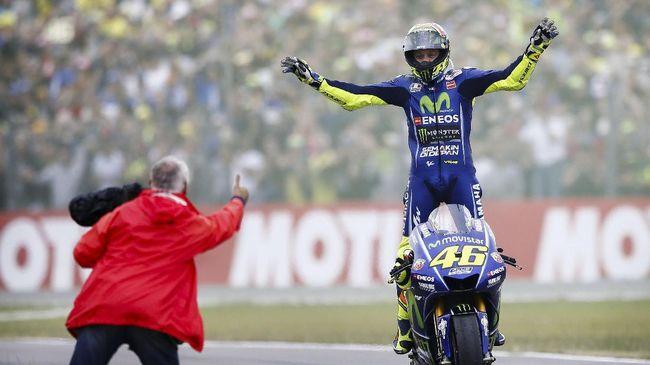 Valentino Rossi Beri Sinyal Terus - Jakarta CNN Indonesia Usia yang tak lagi muda tampaknya belum menjadi halangan bagi Valentino Rossi untuk tetap berkarier