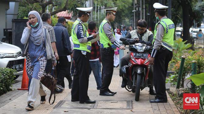 Bulan Tertib Pemprov DKI Tertibkan - Jakarta CNN Indonesia Provinsi DKI Jakarta berhasil menertibkan pelanggaran yang terjadi di atas trotoar memasuki pekan kedua penyelenggaraan