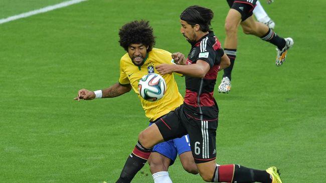 Kekalahan Brasil 1-7 dari Jerman Menghantui Dante