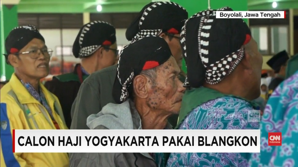 Tidak Pakai Peci Putih, Calon Haji Yogyakarta Pilih Pakai Blankon